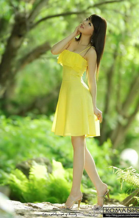 hwang mi hee beautiful yellow dress 02